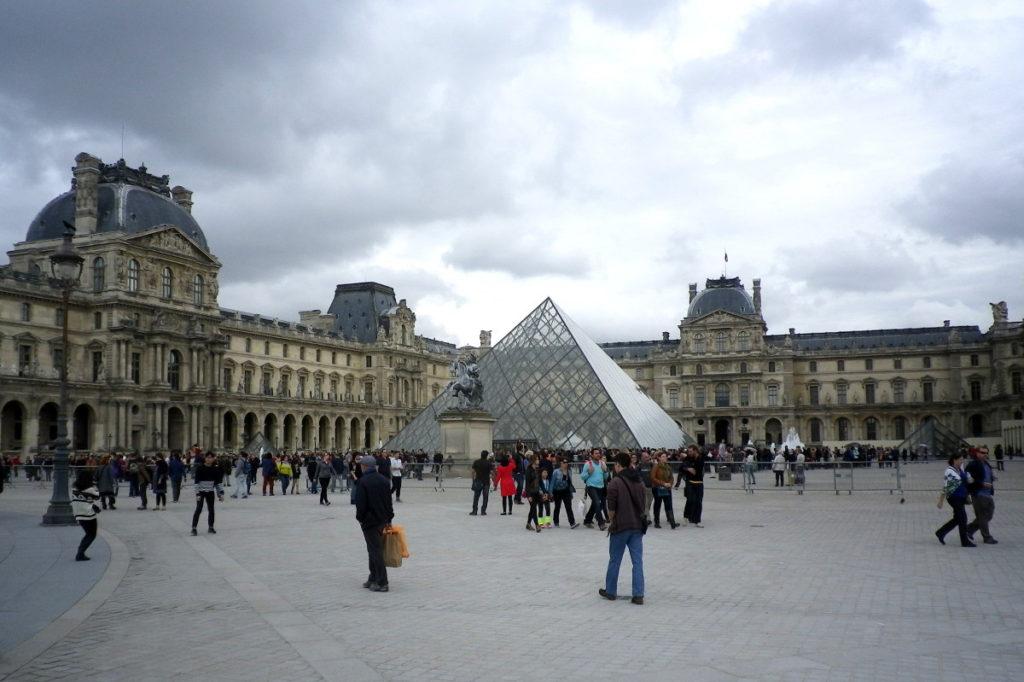 Architecture-Feng-Shui / Luc Antoine - Pyramide du Louvre